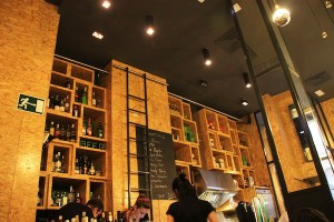 High-ceilinged interior of the Vi Cool tapas restaurant in Madrid, facing the service area.