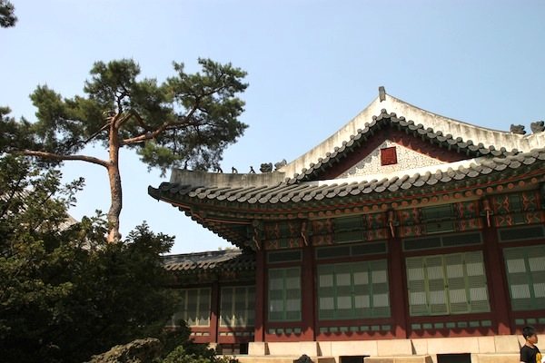 An example of residential buildings inside Changdeok Palace.