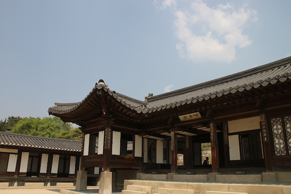 Buildings inside the compound that was home to a favored concubine at Changdeok Palace in the 19th century. Note buildings here are not brightly painted.